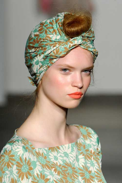 * Daisy Print Knotted Head Wrap *    Karen Walker Spring-Summer 2012.‎