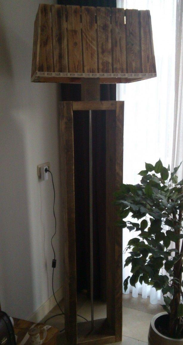 staande lamp van steigerhout en pallethout