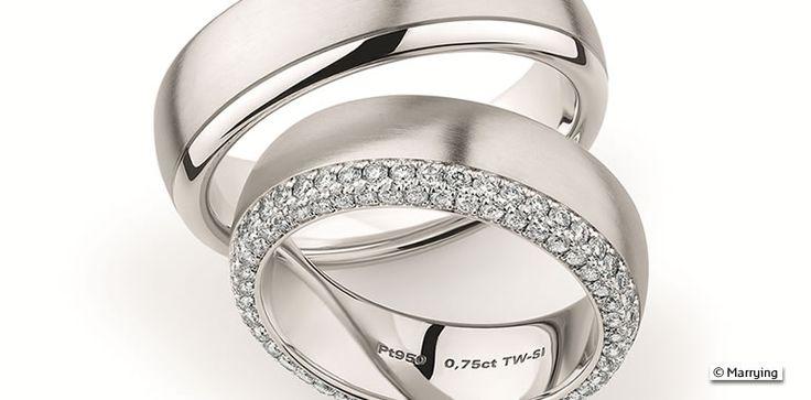 Platin oder doch lieber Weißgold? Einfach auf das Foto klicken und mehr erfahren. #platin #platinringe #Trauringe #Weißgold #Weissgold #Gold #Wedding #Weddingbands