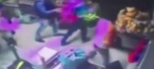Cile, agente accoltella la moglie incinta al supermercato: lei muore davanti ai clienti - http://www.sostenitori.info/accoltella-la-moglie-incinta-al-supermercato-muore-davanti-ai-clienti/278465