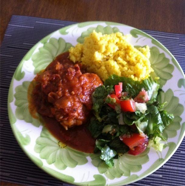 Plato completo acompañado de arroz al curry y ensalada @pedro1696
