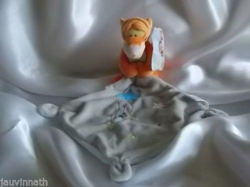 Doudou-Tigrou-le-tigre-mouchoir-gris-etoiles-Disney-Baby-Simba
