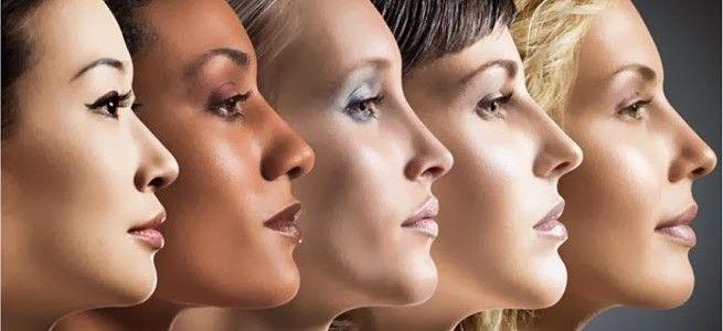 De juiste foundation voor jou.?.  et kiezen van de juiste foundation is vaak niet makkelijk, er zijn verschillende vormen foundation en de kleur moet ook nog eens perfect aansluiten op jouw eigen huidskleur. Het is ook niet de bedoeling dat je door een laagje foundation opeens lekker bruin wordt, de kleur moet eigenlijk versmelten met je eigen huidskleur. Het moet je huid niet donkerder of lichter maken, dat ziet er heel onnatuurlijk uit.