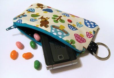Sewing Tutorials for clutches, wallets and pouchesFree Tutorials, Sewing Projects, Gathering Clutches, Sewing Ideas, Super Cute, Zippers Pouch, Sewing Machine, Cutie Pouch, Sewing Tutorials