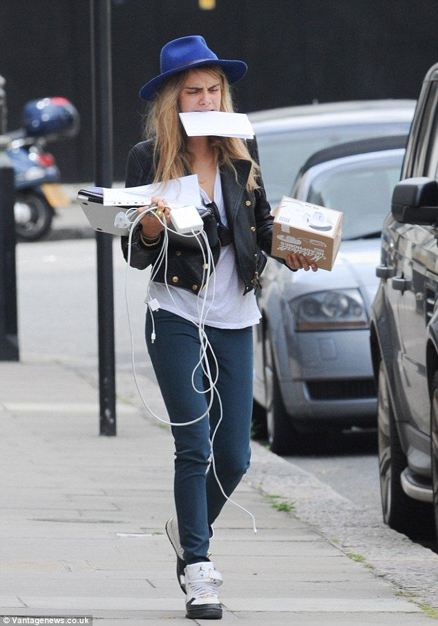 Cara and Poppy Delevingne nail off-duty chic in skinny jeans #dailymail