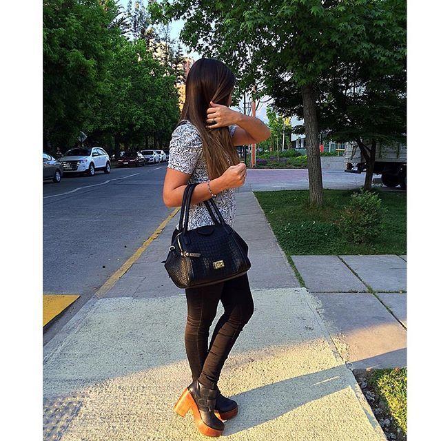 El fin de semana estuve disfrutando del solcito con mis @cmoran_shoes favoritos ☺️ #outfitcmoran ¿Cuáles son los tuyos? ✨ En lo personal, quiero que llegue el verano y el calor con todo para usar sandalias, hawaianas y chalitas! Son mi tipo de zapato favorito ❤️ ¿Cuál es el tuyo? Estoy preparando un nuevo material para el blog y tiene relación con el cuidado del cabello. Novedades pronto!  Besos a todas!!