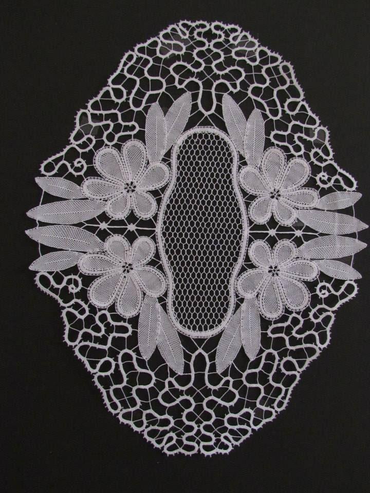 Idrija with part lace elements. m/b Valentina Kogaj