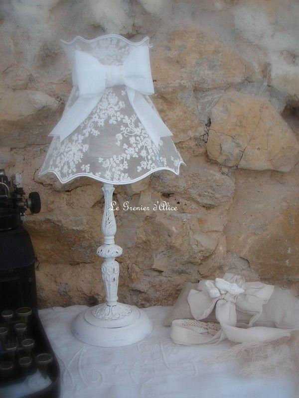 Lampe à poser avec son abat jour shabby chic (pièce unique)/Vendue