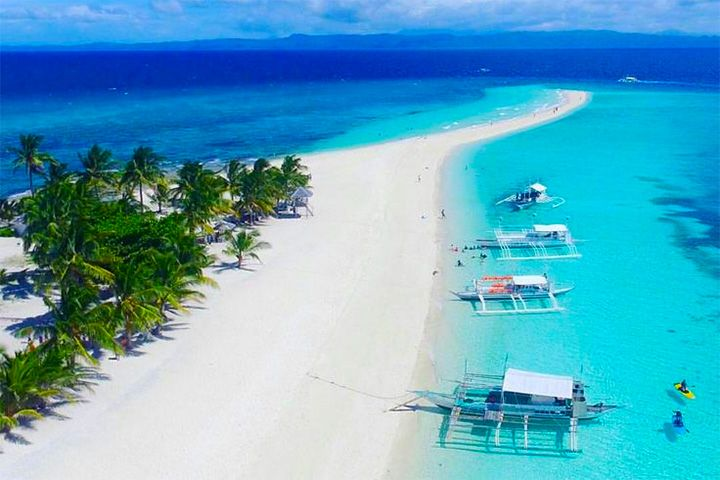 Kalanggaman Island: A Favorite Island of the Gods A verdant and lovely island in Palompon, Leyte that you shouldn't miss visiting this year.  #Travel #TravelPH #Vacation #Getaway #Philippines #Xavana #XavanaTravels #Island #BeachLife #NewYear  #KalanggamanIsland #Leyte  Source: Adrenaline Romance | www.adrenalineromance.com
