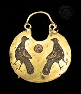 Byzantine art: Byzantine gold earring, 12th century Byzantine gold earring with enameled bird, 12th century; in the British Museum, London.