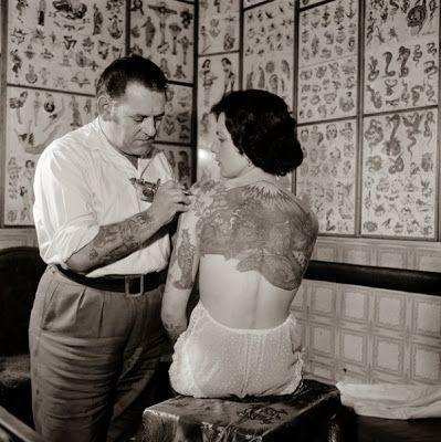 Le Bouquinovore: Femmes tatouées dans les années 20's                                                                                                                                                                                 Plus