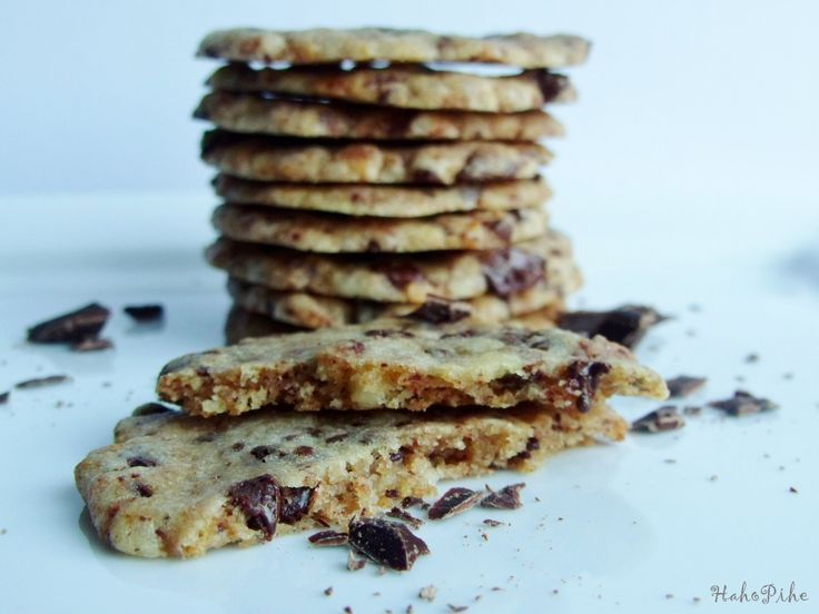 Cookie with marczipan and chocolate