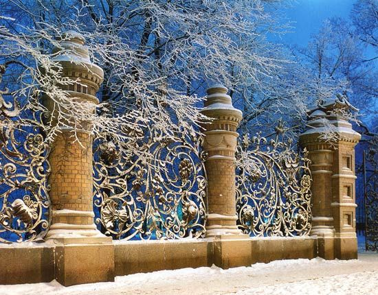 Snowy Mikhailovskiy garden (Saint Petersburg)