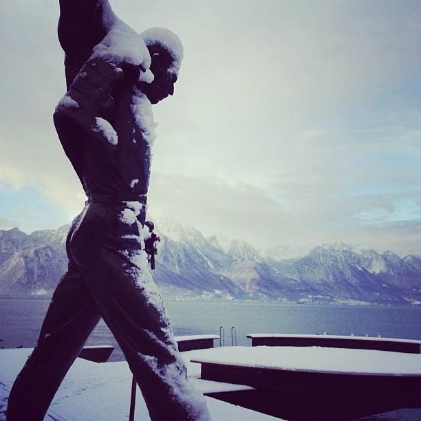 Montreux's lakeshore  #snow #montreux #freddiemercury #freddie
