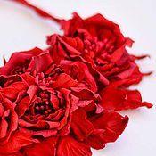 Украшения ручной работы. Ярмарка Мастеров - ручная работа Красное колье из кожи Розы цветочное украшение. Handmade.