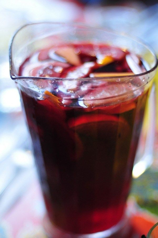 """How to eat out like a local in Seville? Try """"tinto de verano"""" instead of sangria"""