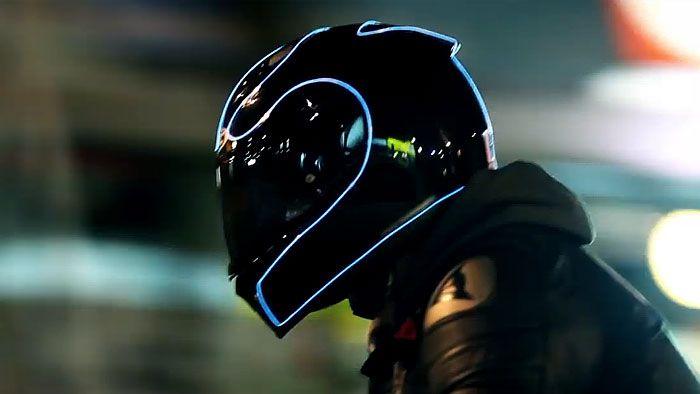 LightMode jsou elektroluminiscenční motocyklové helmy