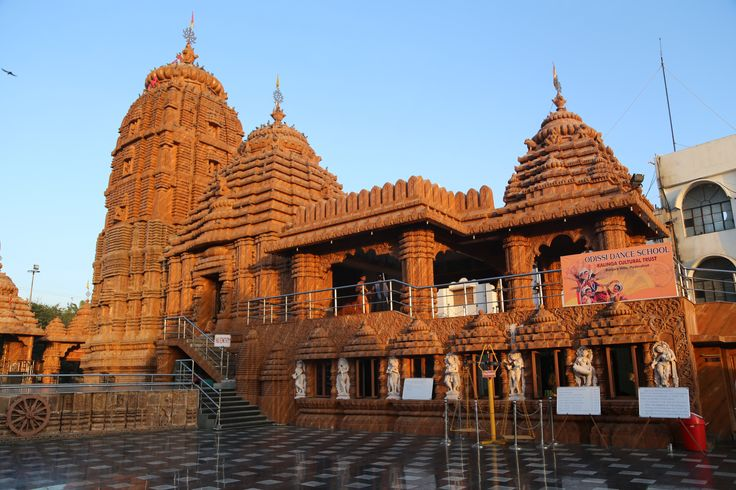 Temples are the pious place which makes your mind peaceful and allows you to get confident. Today we will be discussing, 5 famous temples at Hyderabad.