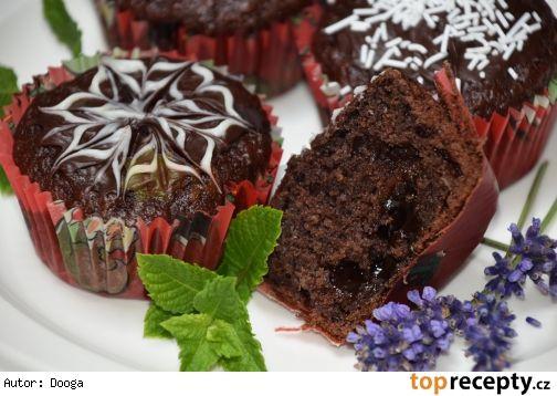 Kakaovo-jablkové muffiny plněné povidly