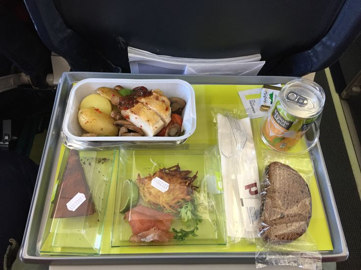 airBaltic 617, Prague–Riga (economy prepaid meal). Potato pancake with smoked salmon, Latvian-style roasted chicken breast with fried potatoes, mushrooms and vegetables, rye bread, chocolate pie