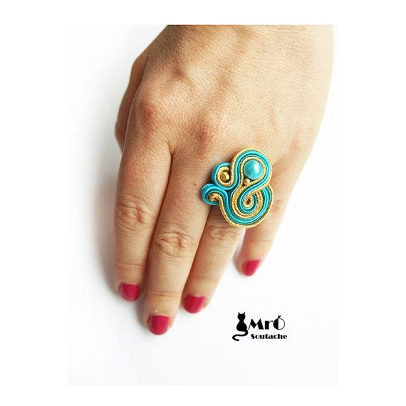 Ring made ​​laborious method soutache embroidery.  Base ring is adjustable. In the middle of the pattern is a glass pearl.   Ring is finished in