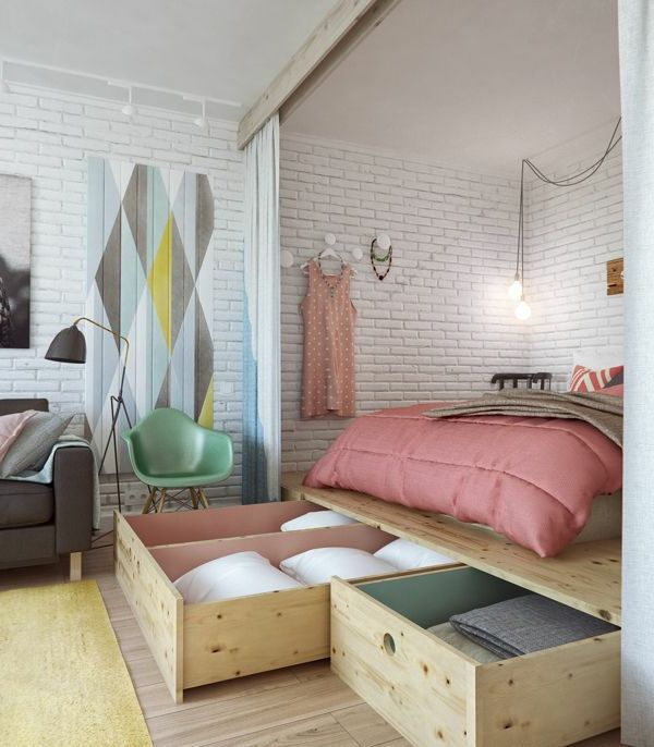 kleine wohnung einrichten tipps schlafbett schubladen ziegelwand