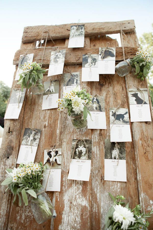 Country chic wedding on lake Garda: Rustic table plan with hanging flowers