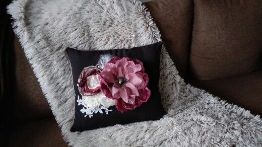 black and pink pillow 52 Eur