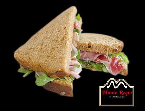 Sándwich de lechuga y jamón serrano #MonteRegio ¿hacemos un descanso?