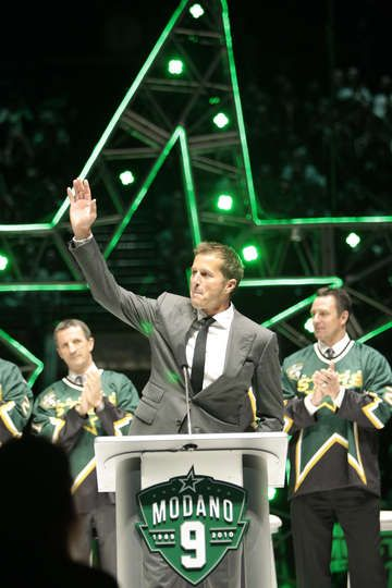 MARCH 8: Mike Modano waves to fans during his #9 jersey retirement ceremony prior to a game against the Minnesota Wild at the American Airli...