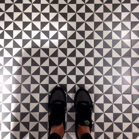 Cultura Decó. Un buen fondo 1900: Terrades Grafito - 20x20cm.   Floor Tiles - Gres   VIVES Azulejos y Gres S.A. #art #tiles #blackandwhite