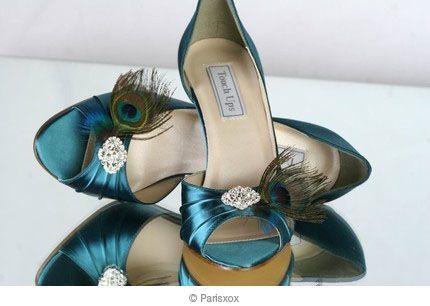 Blauwgroene schoenen met pauwenveren