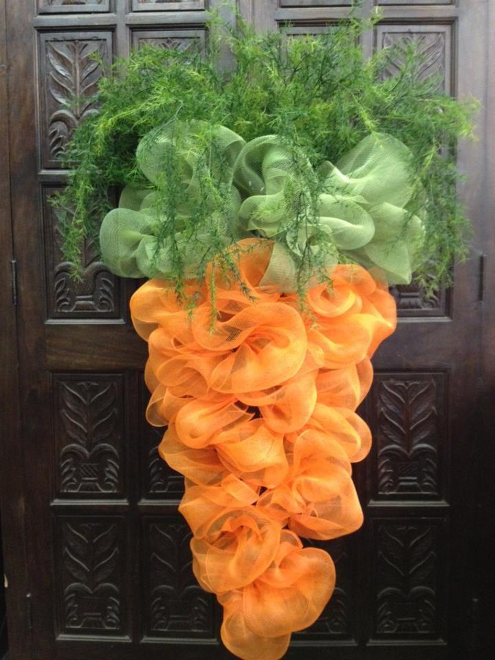 DIY carrot mesh door-decor: Doors Decor, Easter Spr, Easter Decor, Front Doors, Easter Wreaths, Mesh Wreaths, Carrots Wreaths, Deco Mesh, Easter Ideas