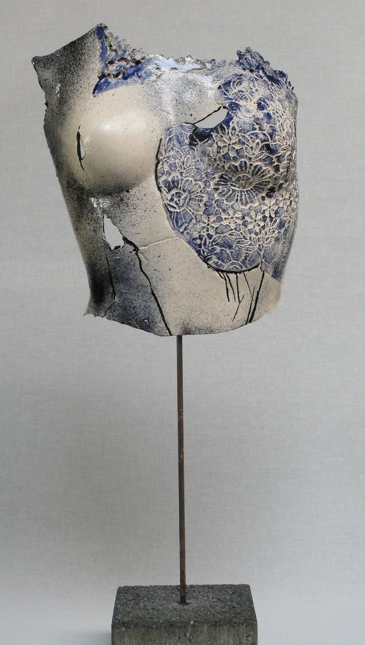 Anneke Jansbeken - Body blauwe kant op pin