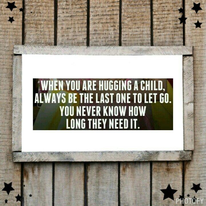 Day107: Knuffelen Onze kleinste meisje, groep 1, lange dag school, helemaal aan het eindje van haar latijntje, kruipt huilend van vermoeidheid op schoot om lekker te knuffelen. #365countmyblessings