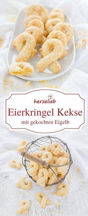 Plätzchen Rezepte: Uraltes Rezept für Eierkringel. Für mich sind es die mürbesten Kekse , die ich kenne. Sie werden mit gekochtem Eigelb zubereitet. Das Rezept ist vom Foodblog herzelieb.  #foodblogger #deutschland #deutsch #germany