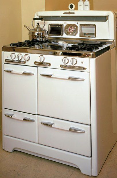 Buyeru0027s Guide To Vintage Appliances: Antique Stoves And Refrigerators Add  The Perfect Touch To A Period Kitchen.     Old House Online