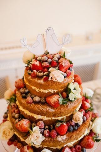 naked strawberry wedding cake (and other fruit).