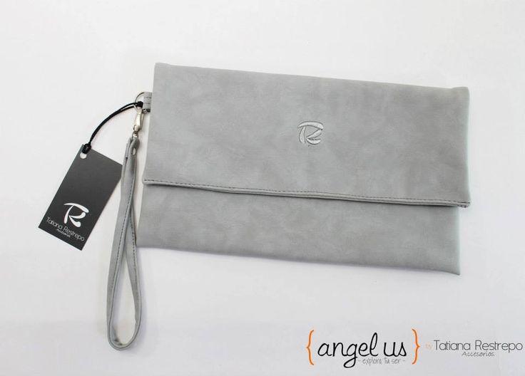 Cartera de mano gris Colección Angelus by Tatiana Restrepo Accesorios
