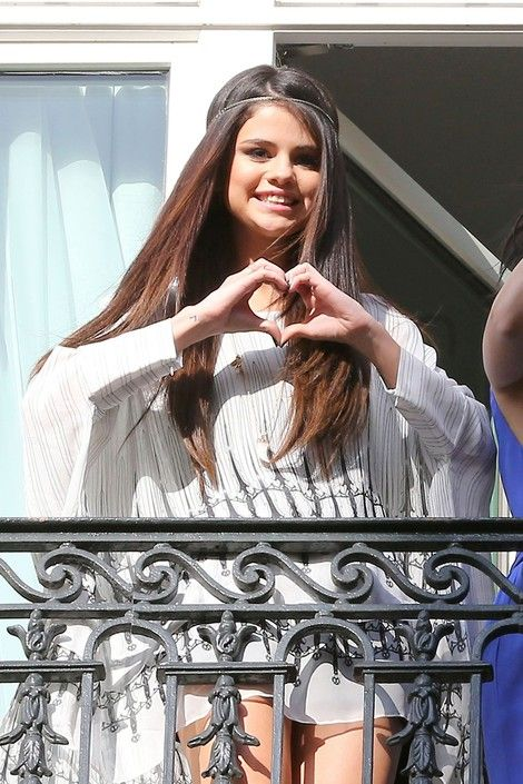 Selena Gomez poses for fans from the balcony of the #Hotel #Bristol in #Paris on Feb 17, 2013