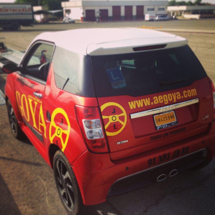 Si quieres conducir un Vehiculo Pequeño o los llamados #Minicoches lo tenemos para ti, desde los 15 años. https://youtu.be/8ODVhkgAeng