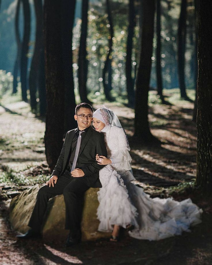 So beautiful  Photo by @hendraherdyana from Indonesia  . . .  #indonesiaweddingvendors #mywed #bridestory #bandungphotographer #jakartaphotographer  #weddingbogor #hijabbride #hijabibride #hijabqueen #muslimwedding #gelin #dugun #gelinlik #damat #hijabstyle #hijabchic #themodestymovement #bridestory #weddingku #nikkah #tesettur #weddingphotography #akadnikah #prewedding #hijabi #hijaber #weddingphoto #gelinbuketi #pernikahan #pengantin #pengantinmuslim by muslimweddingideas