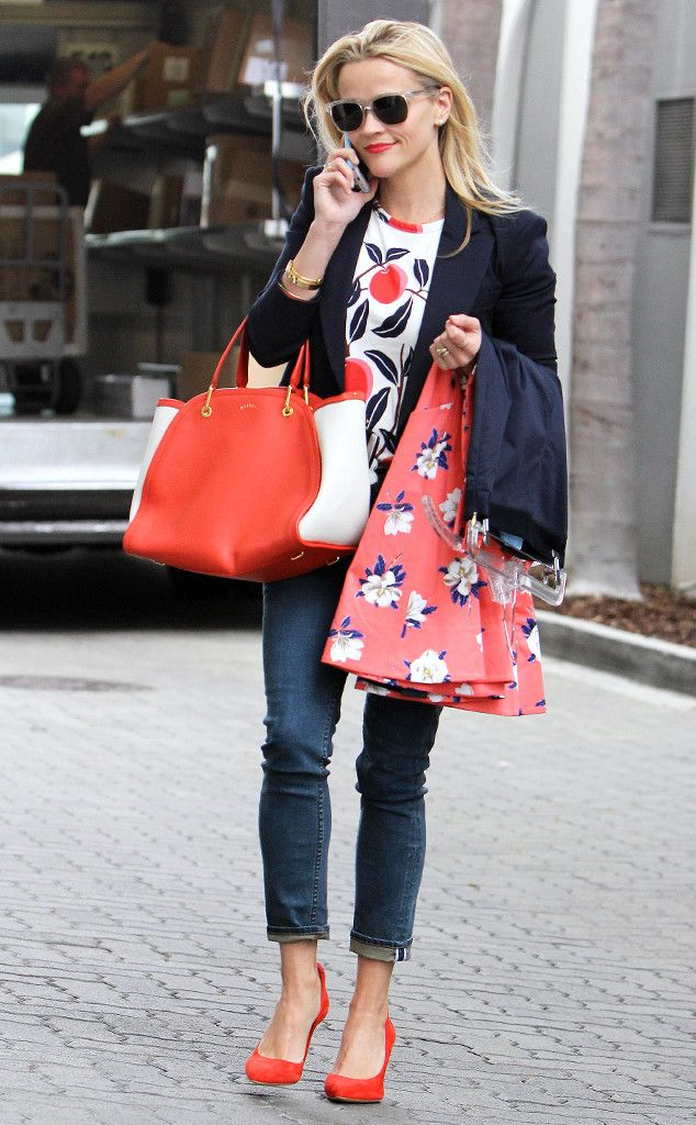 Reese Witherspoon complemented her coral, navy and white ensemble with fabulous crystal clear sunnies!