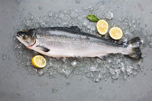 Лосось рецепты  Джейми расскажет все о лососе! Лосось - рецепты, советы, рекомендации! Когда купить, как нарезать, как готовить и с чем подать!  Джейми пригласил эксперта по морепродуктам Bart van Olphen, чтобы он поделился своими знаниями о лососе.  Лосось - замечательная рыба, содержащая полезные омега-3 и незаменимые жирные кислоты, витамин B12, а также вкусная и ароматная рыба, которая нравится многим, в том числе и детям.