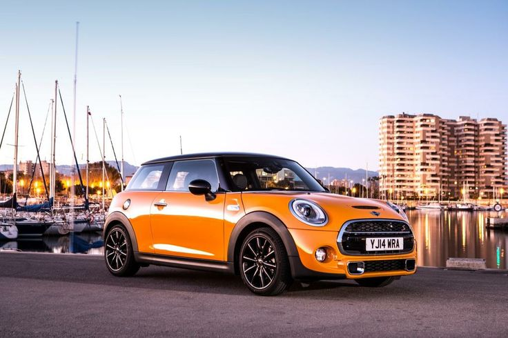 The iconic MINI Cooper was first introduced way back in 1959 and has since seen many different incarnations. In this week's #MondayMusing, Sytner's resident Stig gets to grips with the all new MINI Cooper…