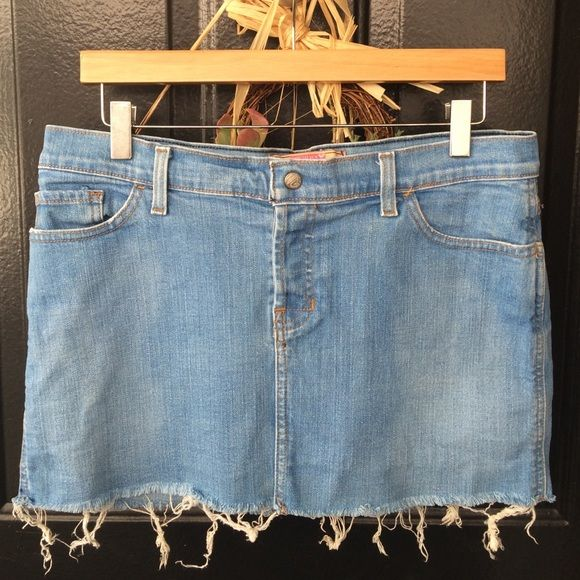 """Size 9 Roxy Jean Skirt Frayed edges along bottom. Snap and button close in front. Two front pockets. Two back pockets. 99% Cotton, 1% Lycra. Waist: 34"""", Hips: 38"""", Length: 13"""". Roxy Skirts Mini"""