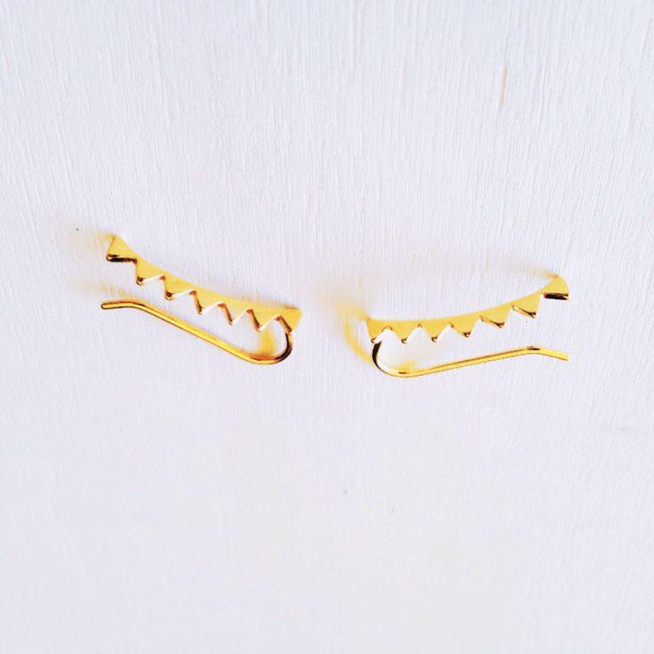 Un favorito personal de mi tienda de Etsy https://www.etsy.com/es/listing/522193153/ear-climber-ear-cuff-triangle-ear