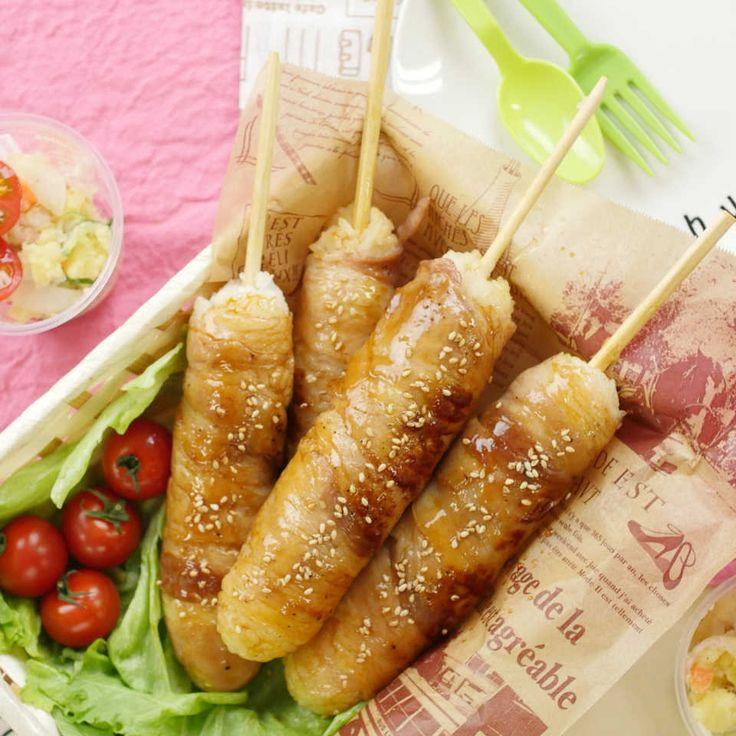 お弁当やピクニックにぴったりの「肉巻きおにぎり棒」レシピをご紹介します!豚バラ肉を巻きつけたおにぎりのなかには、うずらの卵が隠れていますよ♩甘辛だれをしっかり染み込ませて、片手でパクっといただきましょう!