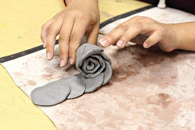 smART Class: Clay Roses - that is so flippin' smart....OMG...This is so.o cool!...I tried it and it works. Let the clay dry and paint your rose with acrylics...very pretty!