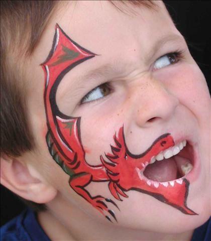 Maquiagem infantil de dragão, os meninos vão adorar! Mais fotos em: http://mamaepratica.com.br/2014/02/28/20-ideias-para-maquiar-seu-filho-nesse-carnaval/